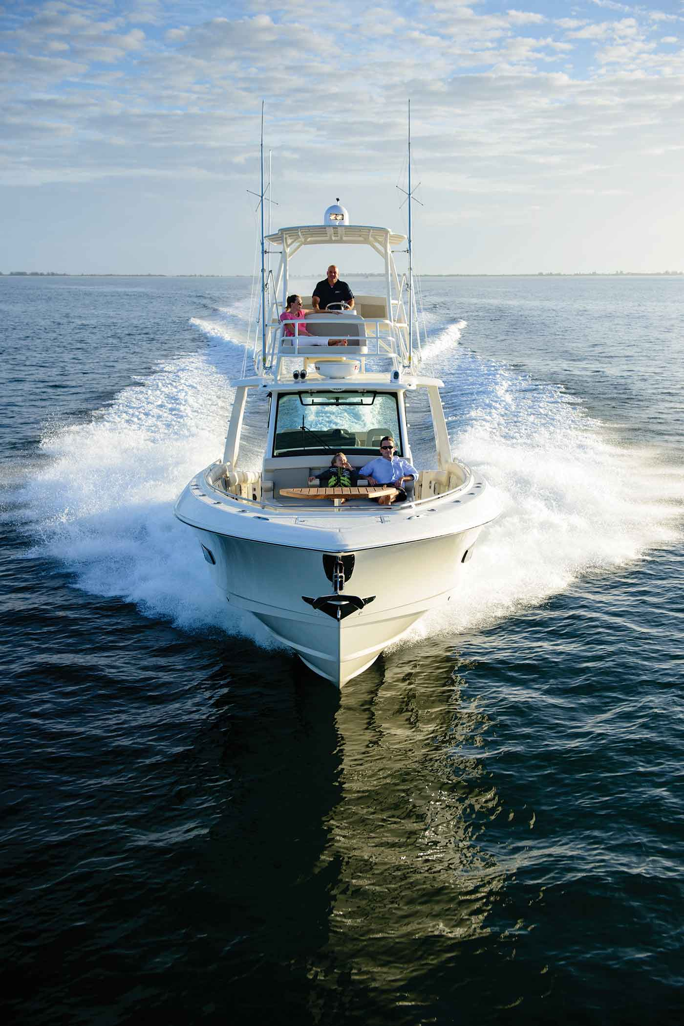 Boston Whaler 420 Outrage Gallery 9